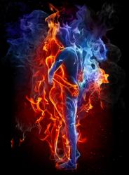 Man en vrouw gehuld in vurige romantische passie
