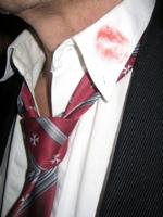 Lipstick afdruk op overhemd: gevolgen vreemdgaan