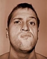 Man met agressief gezicht; hoe omgaan met agressie?