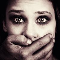 Vrouwonvriendelijk vrouwen versieren (met geweld?)