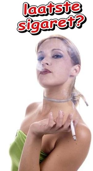 Vrouw rookt haar laatste sigaret want ze gaat stoppen met roken